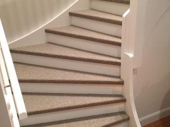 Presentationsbild för referensen Textilmatta i trappa privatkund